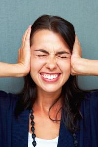 Le bruit est un fléau au bureau, mais les cloisons acoustiques (et écologiques!) peuvent nous aider